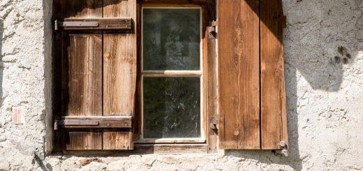 Vyměňte dřevěná okna za plastová