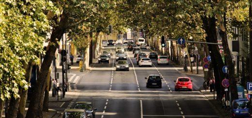 Jak zvládnout závěrečné jízdy v autoškole pod dohledem inspektora