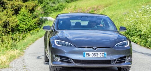 Kterými auty nyní jezdí Elon Musk, šéf automobilky Tesla?