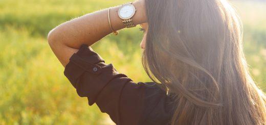Jak správně kombinovat minimalistické šperky