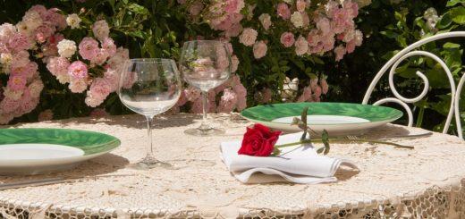 Při jakých událostech položit na stůl ubrus místo obyčejného prostírání?
