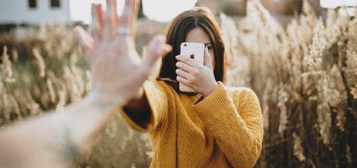 Podzimní šatník plný svetrů. Jaký musí mít ve vašem místo a který už nikoliv?